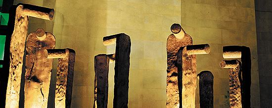 Deliberants. Acero corten. Ciudad de la Justicia de Valencia, 2003