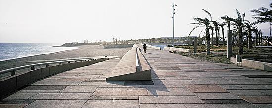 Plaza del Mar y frente marítimo «El Toyo» en Almería