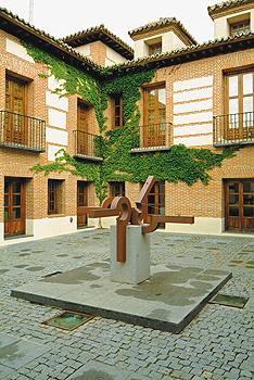 Escultura patio Casa de la Cultura, Feliciano Hernández, 1990