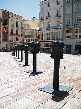 Exposición «Berrocal: Guerreros y Toreros» en la Plaza de la Constitución de Málaga