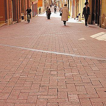 Terrasa, Barcelona. Zona peatonal realizada con adoquí'n cerá‡mico