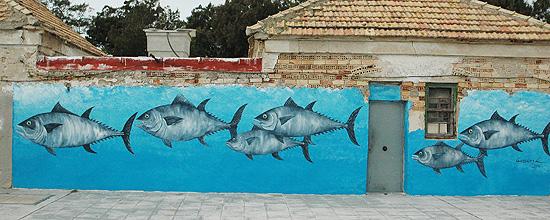Murales en Sancti-Petri con temática marina de Antoni Gabarre