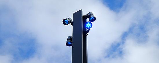 La columna Paral·lel incorpora luz vial, peatonal y ornamenta
