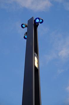 La columna Paral·lel incorpora luz vial, peatonal y ornamental