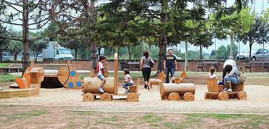 Área de juegos infantiles del Parc de l'Agulla en Manresa