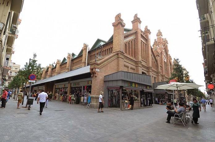 Pavimento fotocatalítico en el barrio de Sants Montjuïc, Barcelona