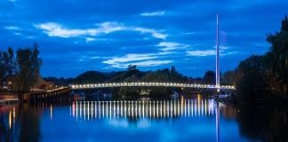 Puente peatonal sobre el río Támesis
