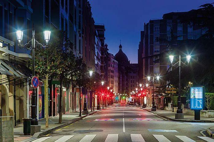 Cambio de luminarias en Oviedo, Asturias por ATP. Fotos: Marcos Vega