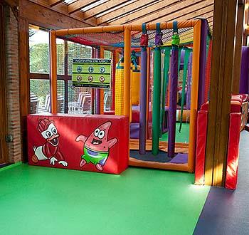 Suelos Altro en la zona infantil del Restaurante El Alfoz de Burgos