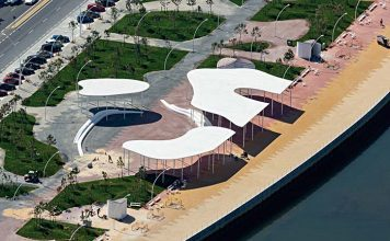 Paseo de la Ría en el puerto de Huelva