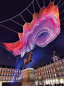 Janet Echelman en la Plaza Mayor de Madrid