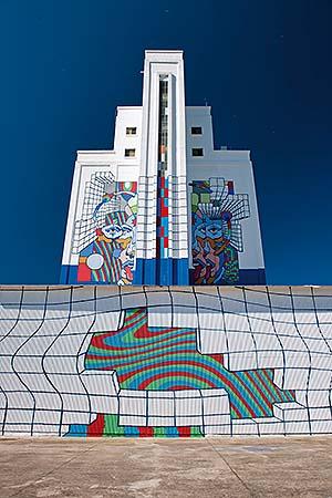 «Titanes» , los silos de Ciudad Real convertidos en museo de arte urbano