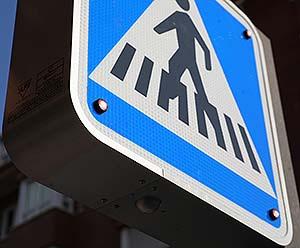 Primer paso de peatones inteligente en Ciudad Lineal