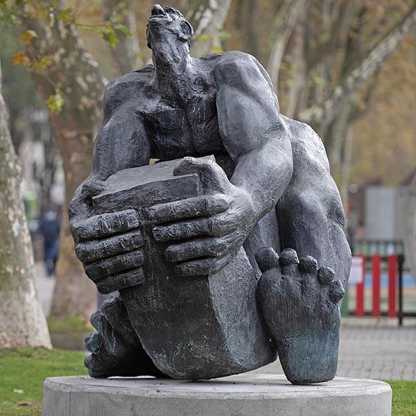 escultura-campo-volatin