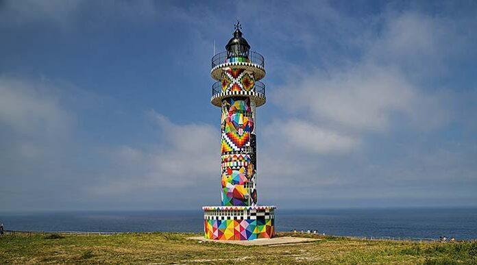 Infinite Cantabria, la intervención artística de Okuda San Miguel en el Faro de Ajo
