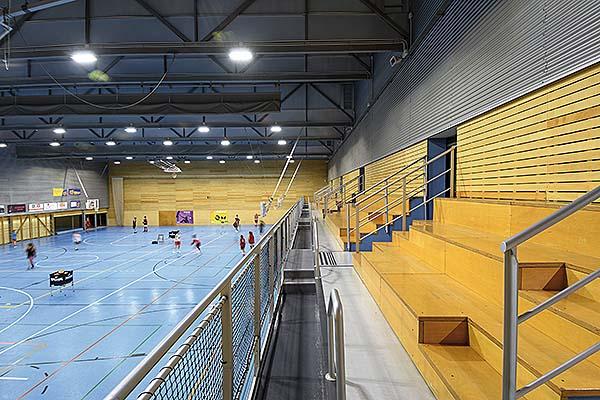 Carandini Controlux Sports en la pista polideportiva del CEM Julio Méndez