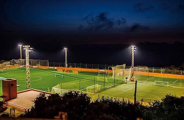 Iluminación deportiva de Thorn en el estadio municipal La Matanza en Canarias